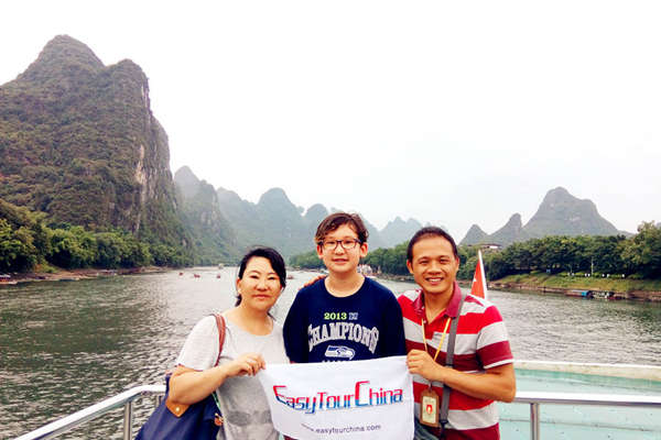 Easy Tour China clients took Li River Cruise from Guilin to Yangshuo