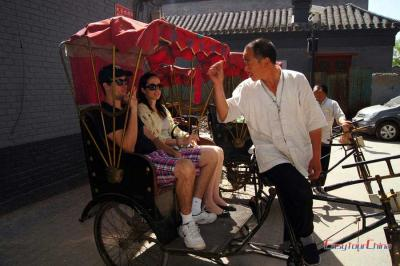 Brazilian Couple Tour Hutong on Pedicab