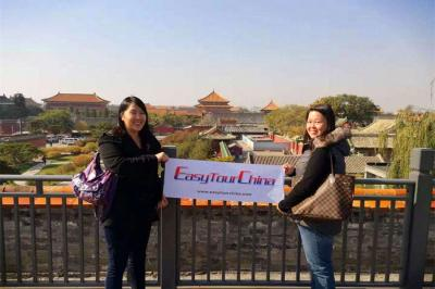 Canadian overseas Chinese Girls Visit Forbidden City
