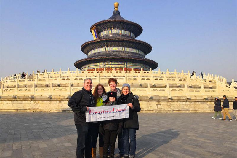 Clients visit Temple of Heaven in winter