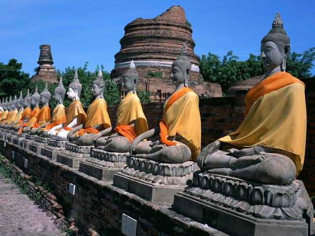 Travel Photos of China Buddha Statues in Line