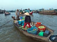 Cai Be Floating Market transporting vegetables