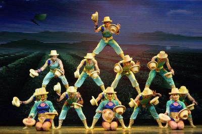Chinese Acrobatics Show of Hats