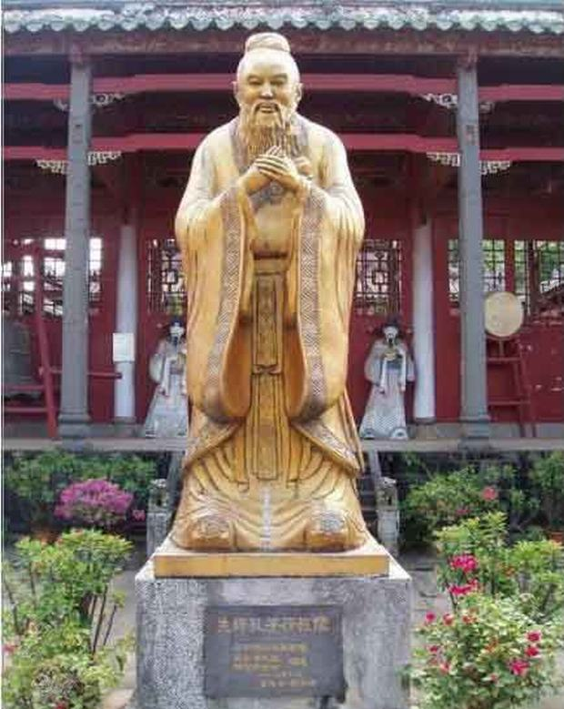 Confucius Family Mansion Statue