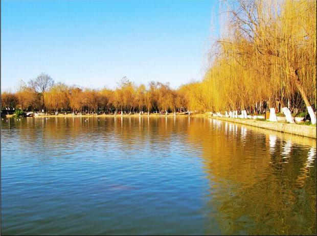 Dianchi Lake and Daguan Park in Autumn