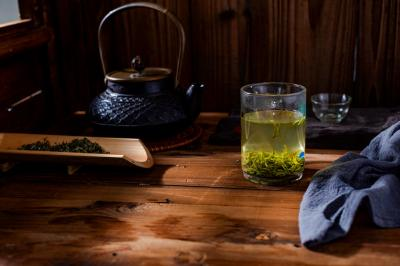 Serve Biluochuan Tea in China