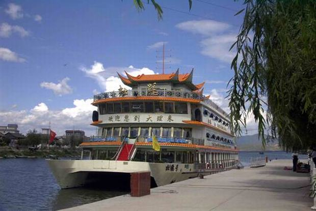 Erhai Lake Ship