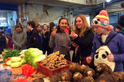 USA Students Visit Local Market