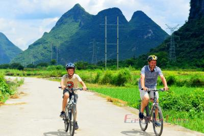 Family Cycling Tour in Yangshuo