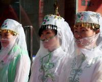 Travel Photos of Hui Minority Ladies with White Veils