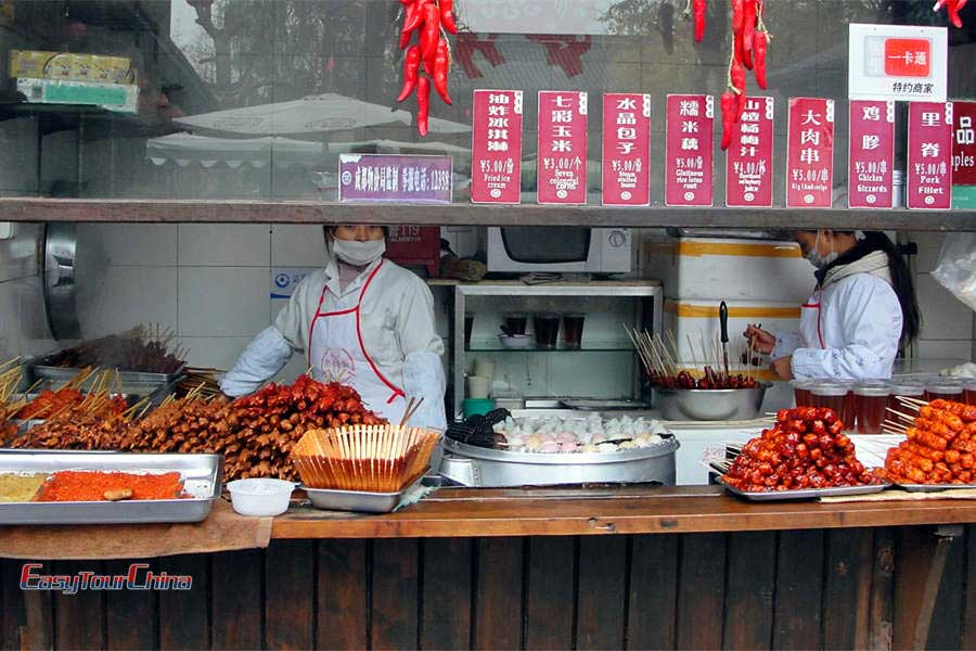 Discover many local snacks in Chengdu Jinli Old Street