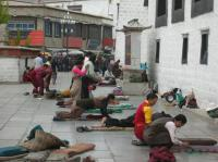 tibetan people praying