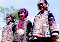 Travel Photos of Hani Minority Smiling Girls with Exquisite Headdress
