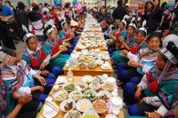 Travel Photos of Hani Minority Custom of Eating Meals From Hundreds of Families