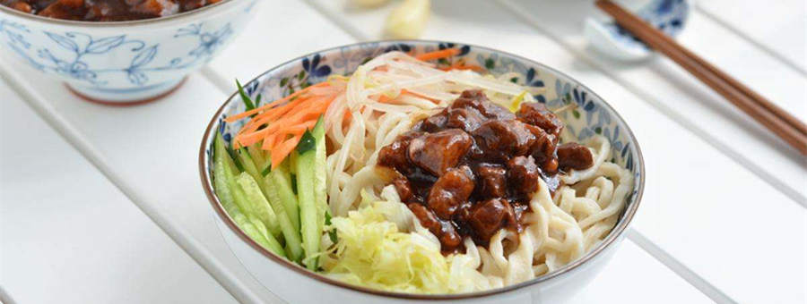 Learn to make Noodles with Soybean Paste Beijing style