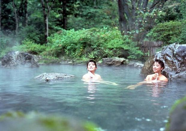 Nude hot springs in china apologise, but