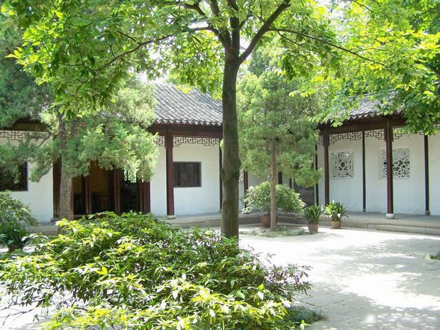 Pavilion of the Surging Waves Courtyard