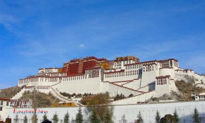 Travel to Tibet on the roof of the world to admire Potala Palce
