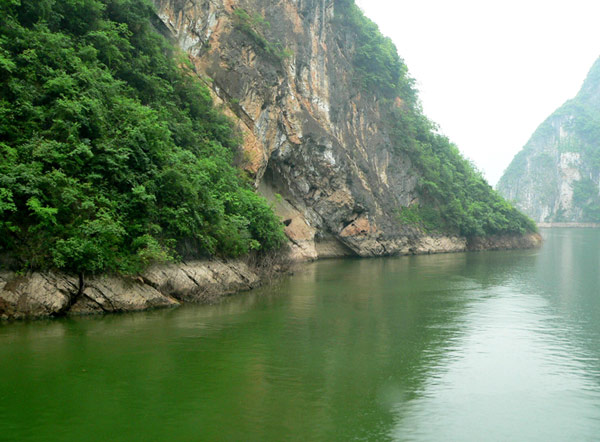 Scenery along the Shennong Stream