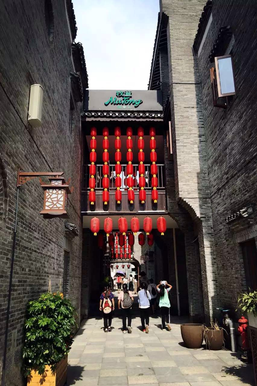 Guilin's East and West Alleys