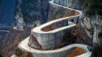 The zig-zag road to Tianmen Mountain