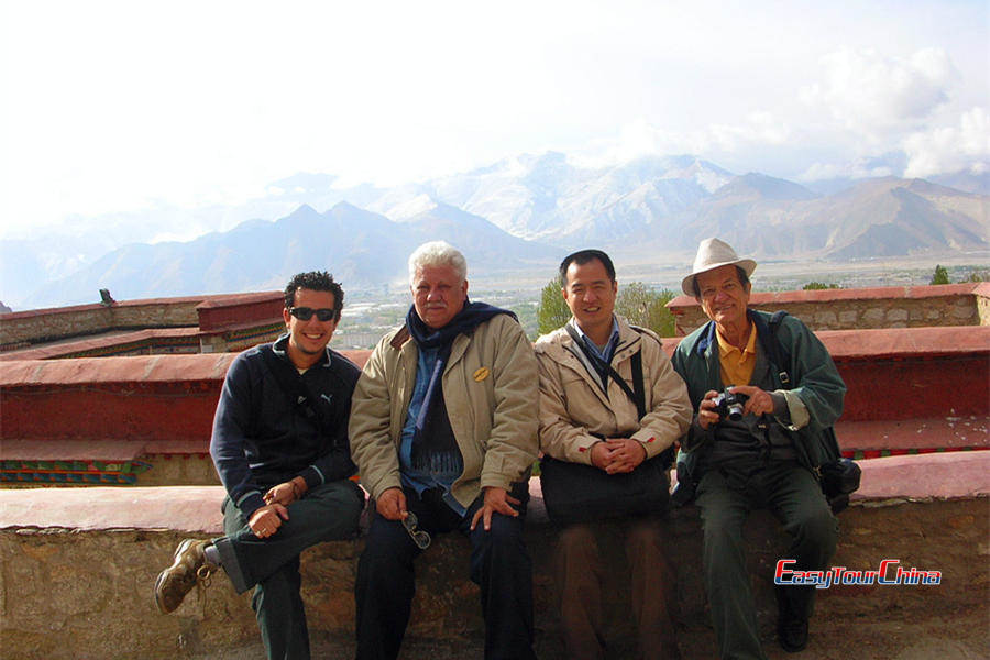 Our Brazil clients visit Tibet's beautiful scenery
