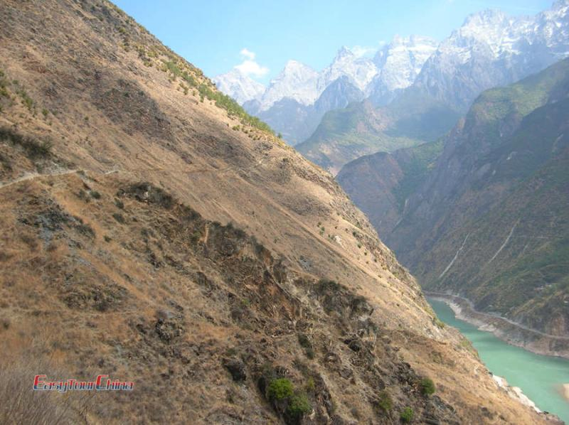 Hike Tiger leaping Gorge for great views