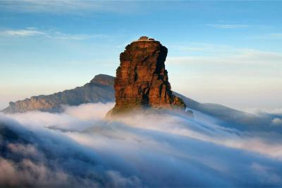 Guizhou Fanjing Mountain hidden in the mist