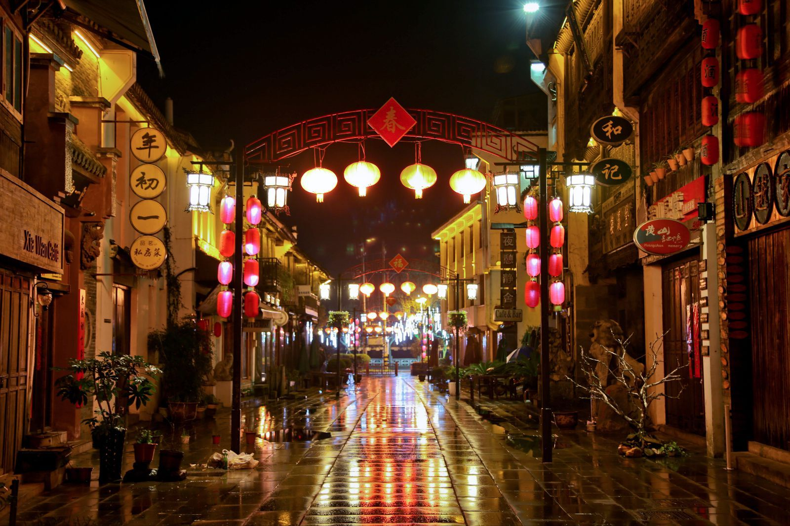 Night view of Tunxi Ancient Street