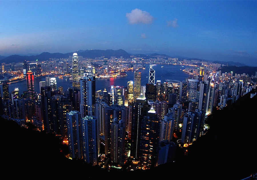 Here at Victoria Peak travelers can have an full view of Hong Kong's skyline