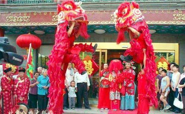 chinese pre wedding customs China is an ancient nation steeped in traditions for almost every aspect of life weddings, of course, are no exception below are some of the traditions and pre- wedding customs for chinese weddings when to get married chinese astrology still plays an important role in many lives chinese astrologers.