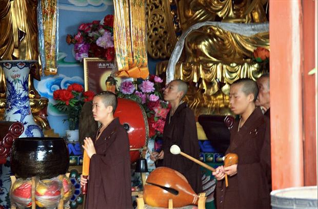 White Pagoda Hill Monk Chanting Sutras
