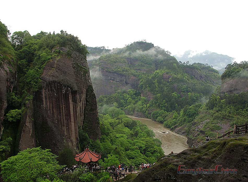 Take in the view of Danxia landscape on Wuyi Mountain