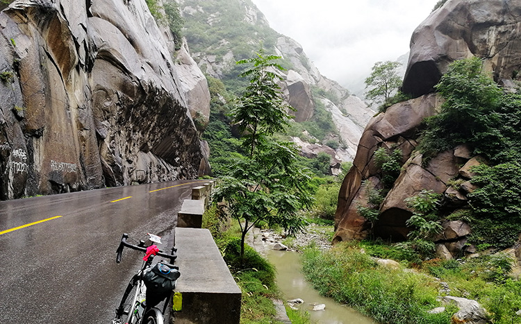 Cycle Tour to Huashan,China Bike Tours to Huashan Mountain, Mountain Hua Bike Tours in Xian