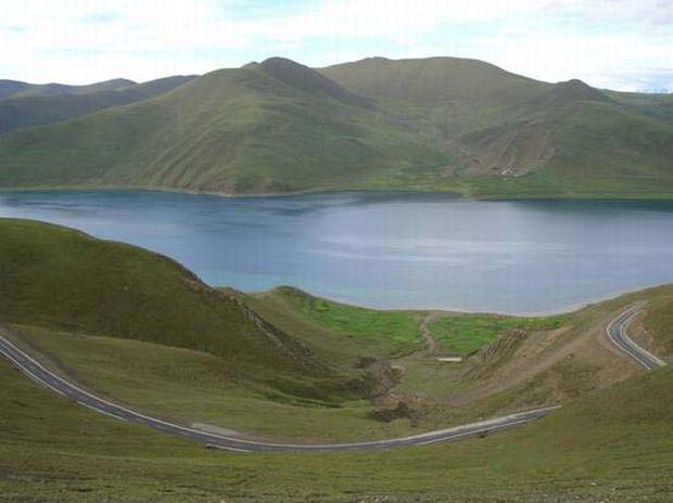 Yamdrok Lake Scenery