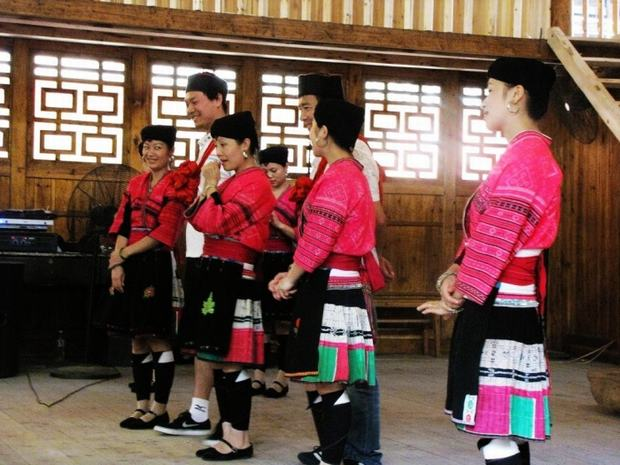 Travel Photos of Yao Minority People in Native Costumes