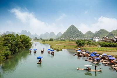 Enjoy Bamboo Rafting on Yulong River