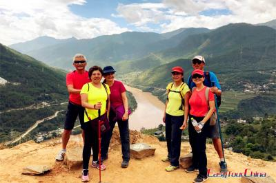 Clients Enjoying Tiger Leaping Gorge Hiking in 2017