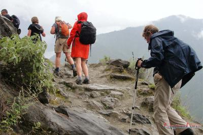 Customers Hike Tiger Leaping Gorge