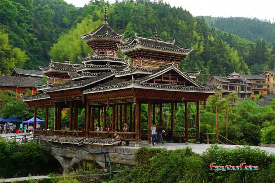 Visit the beautiful wind and rain bridge in Zhaoxing