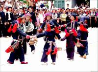 Travel Photos of Zhuang Minority Dancing in A Circle