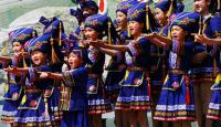 Travel Photos of Zhuang Minority Females Singing Folk Songs